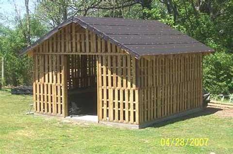 Wooden pallet structure